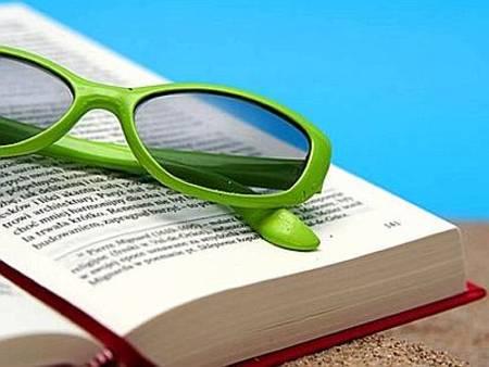 Libri da spiaggia: cosa leggere sotto l'ombrellone?
